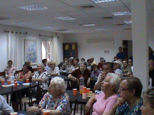 ניצולי השואה בערב ליווי כנרית במועדונית הבית החם