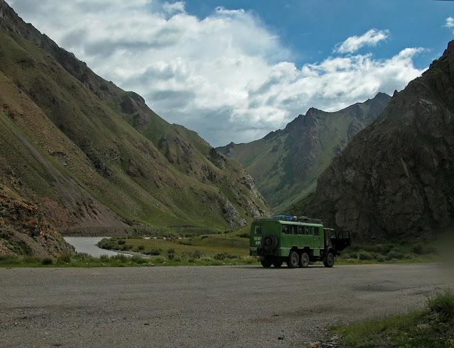 Confluent de l'Ottuk et de la Sary Dzhaz (2700 m), 8 juillet 2006. Photo : B. Lalanne-Cassou
