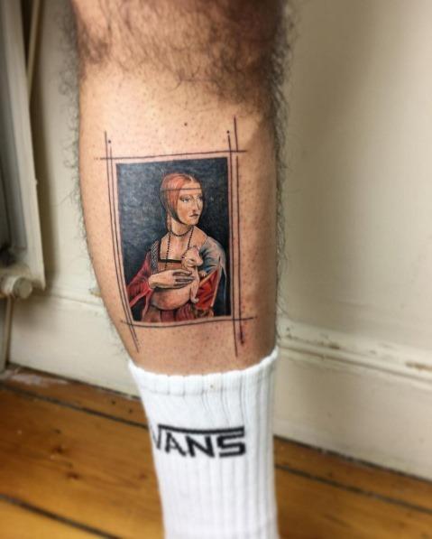 esta_dama_com_um_arminho_tatuagem_