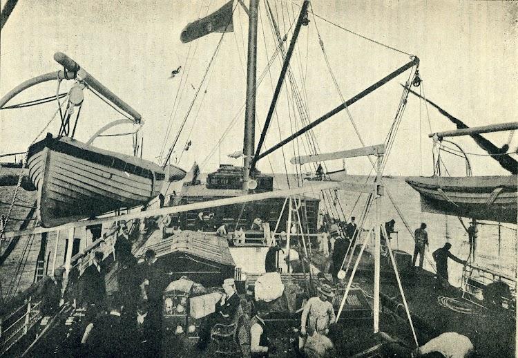 Vista de la cubierta de popa del vapor ISLA DE MINDANAO. Revista EL MUNDO NAVAL ILUSTRADO. Año 1899..jpg