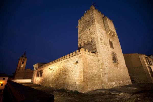 Vista nocturna del Castillo de Cortes, Navarra