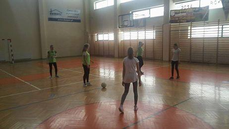 Klasa I A wygrywa turniej piłki nożnej dziewcząt - 15665448_1244308902310921_6788918724724693734_n.jpg