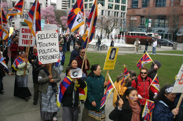 Global Protest in Vancouver BC/photo by Crazy Yak - IMG_0146.JPG