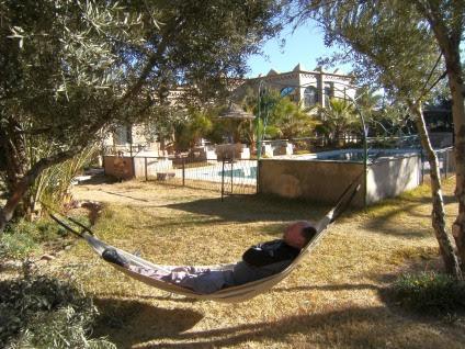 Hotel bei Skoura: Chris in der Hängematte
