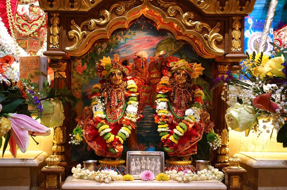 ISKCON London Deity Darshan 19 Dec 2015 (3)