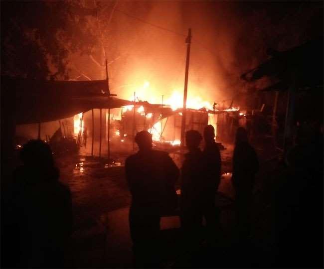 भोजपुर के बलुआं बाजार में भीषण आग,लपटों ने कई दुकानों को किया राख, सिलिंडर के धमाके से मची भगदड़