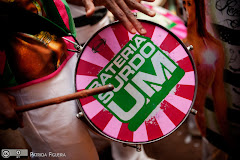 Foto 3440. Marcadores: 16/10/2010, Bateria da Mangueira, Casamento Paula e Bernardo, Escola de Samba, Rio de Janeiro
