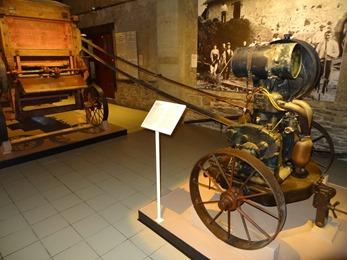 2018.07.01-032 moteur CL de batteuse Jantil dans le musée