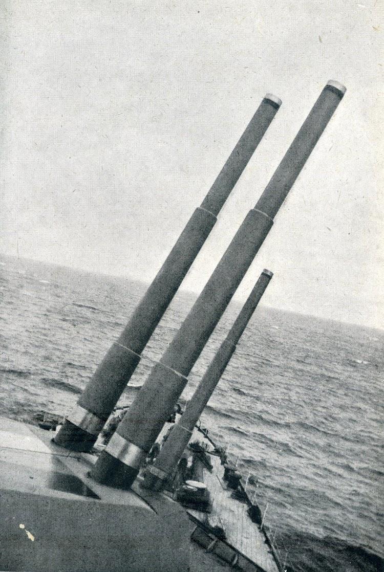 Detalle de las torres de popa del crucero BALEARES.JPG