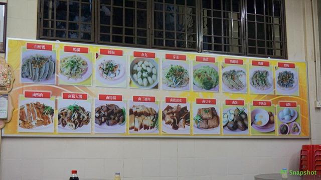果条汤,还有鸭的内脏、肠子、粿汁等等,中午也有售卖鸭饭
