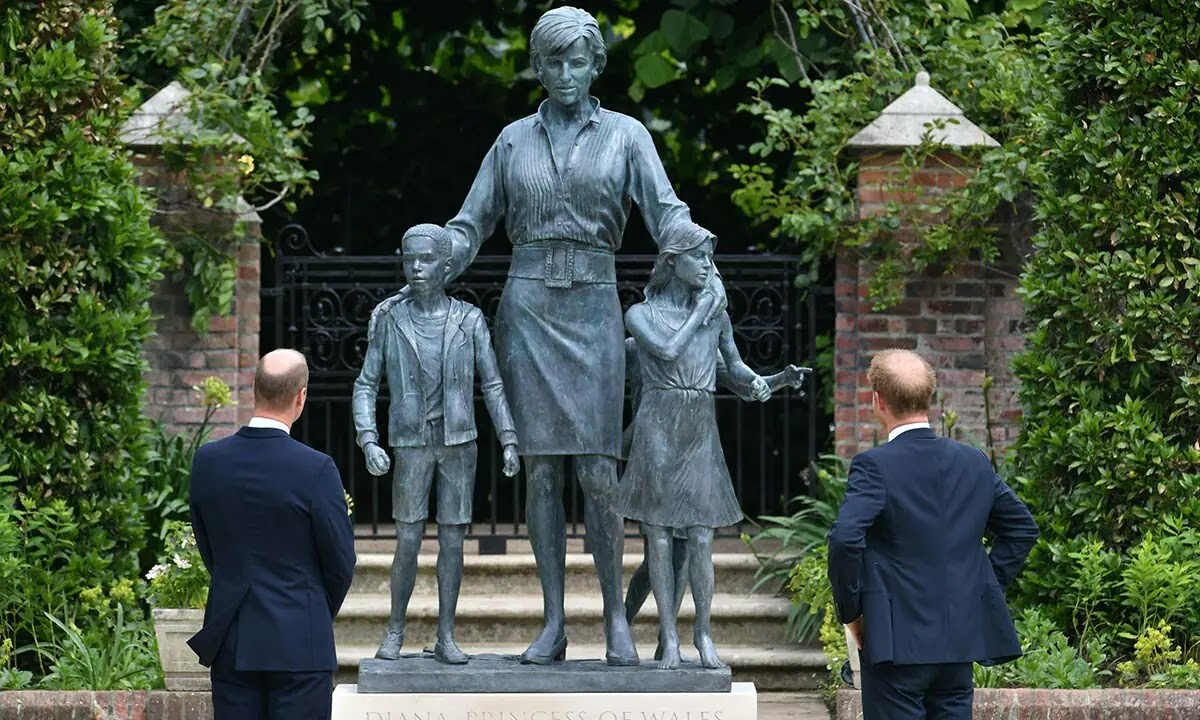 Princess Diana's Statue has Royal Fans all Saying the Same Thing