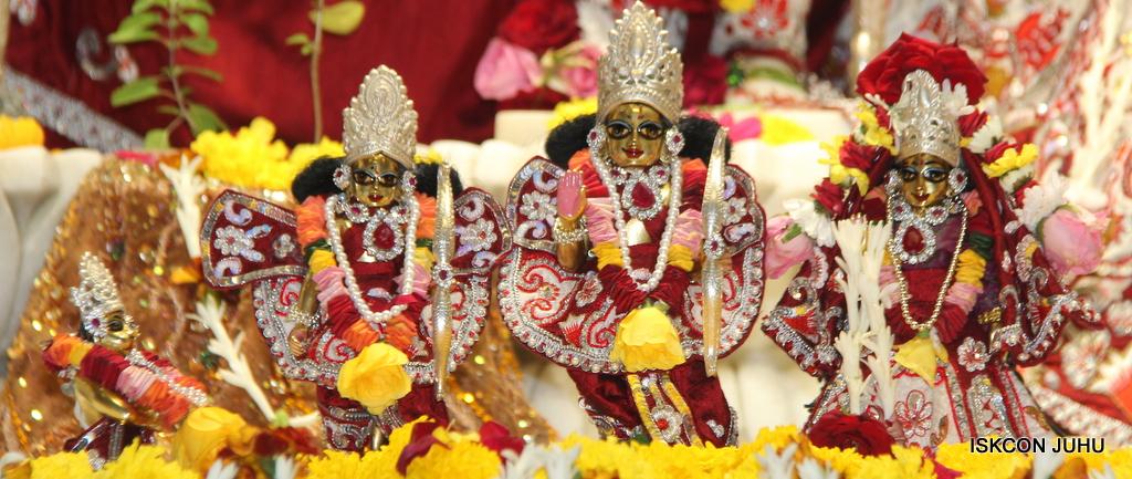 ISKCON Juhu Sringar Deity Darshan on 30th Sep 2016 (48)