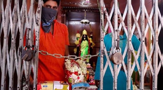 सिद्धार्थनगर: श्रद्धालुओं के लिए खुले मंदिर के द्वार, टेका माथा