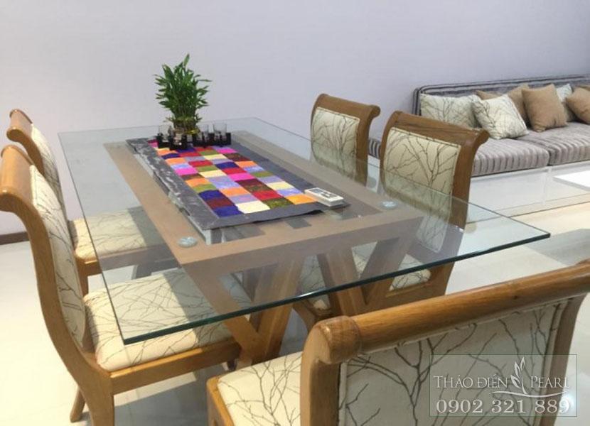 bàn ăn gia đình tại căn hộ Thảo Điền Pearl