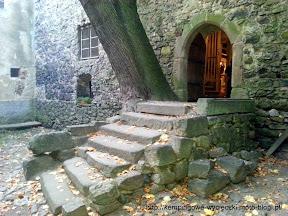 Na zdjeciu wejście do wieży w Siedlęcinie