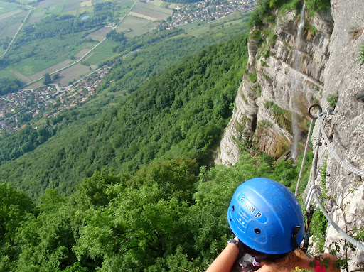 Vue sur la vallée du grésivaudan Via ferrata de la cascade de l'Oule, parcours des lavandières intermédiaires