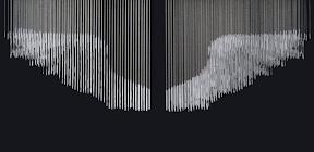 송준호, 날개, 2011, 120x40x100cm, 알루미늄 체인, 아크릴판 1