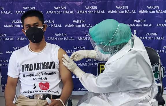 Usai Divaksin, Legislator Kotabaru Ini Imbau Warga Jangan Takut Disuntik Vaksin