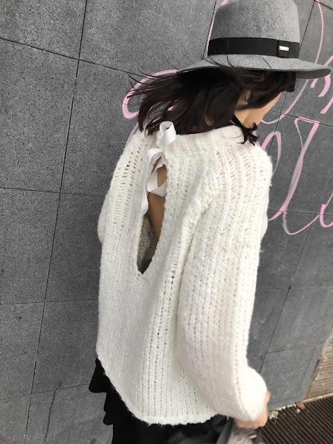 novamoda style, street style, french style, parisian chic, jak nosić swetry, obszerne swetry, sweater weather, sweter oversize, sweter z dekoltem z tyłu, trendy, must have sezonu,