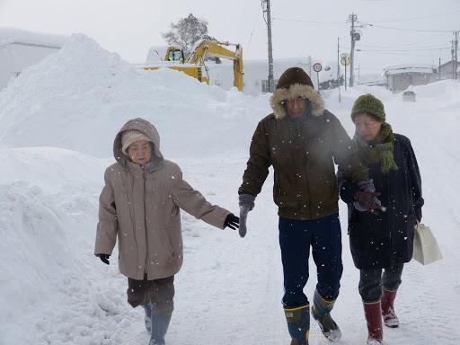 雪道を歩きます