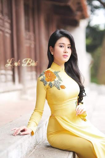 Ao dai Linh Bui Diem den cua phai dep