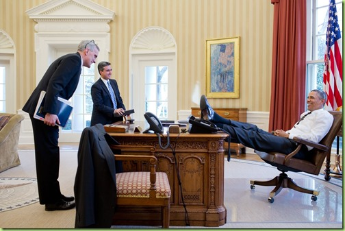 barack-obama-ffeet on desk