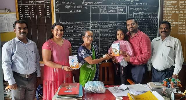 Chamara Foundation - ಚಾಮರ ಫೌಂಡೇಶನ್ನಿಂದ ಚೇಳಾಯ್ರು ಹೈಸ್ಕೂಲ್ ಮತ್ತು ಪಿ.ಯು ಕಾಲೇಜ್ಗೆ ಮಾಸ್ಕ್, ಥರ್ಮಾಮೀಟರು ಕೊಡುಗೆ