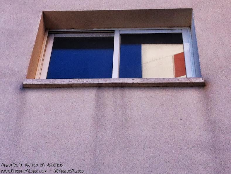 Chorritones bajo las ventanas