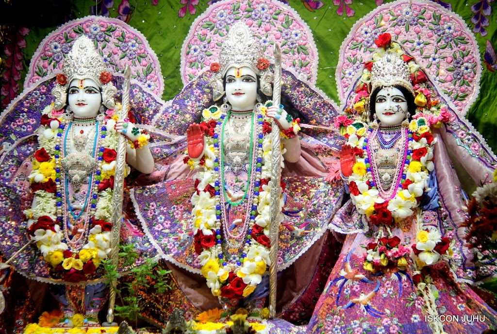 ISKCON Juhu Sringar Deity Darshan on 30th June 2016 (23)