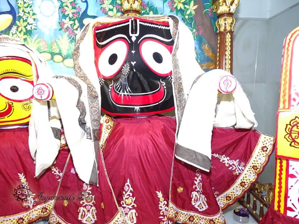 ISKCON Mira Road Mangla Deity Darshan 18 Dec 2015 (12)
