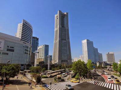 桜木町駅から見た、横浜ランドマークタワー