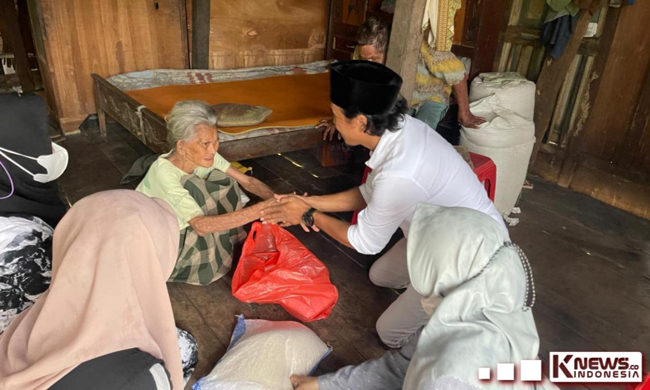 Jumat Berkah, Komunitas Sinjai Baku Sayang Berbagi Sembako