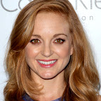 jayma-mays-romantic-wavy-meduim-red-hairstyle.jpg
