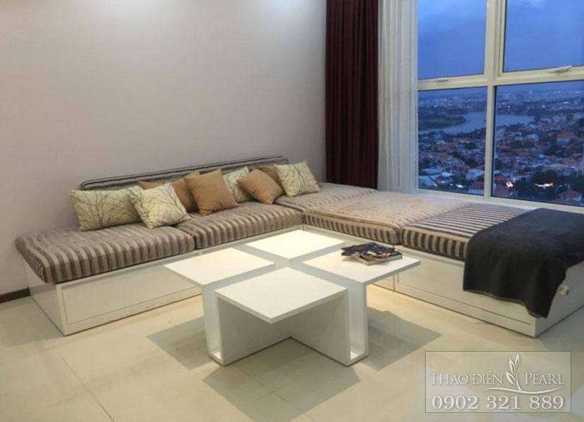 bàn và sofa tại phòng khách căn hộ Thảo Điền Pearl