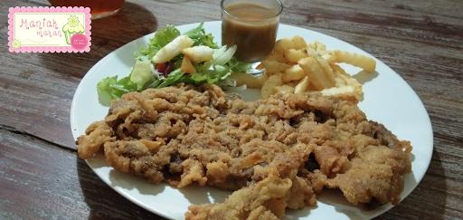 maniak-makan-dave-steakhouse-solo-wiener-schnitzel