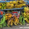 2014-06-01 11-51 Alausi targowisko, rózne rodzaje bananów.JPG