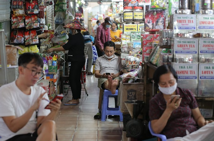 Zingnews Chợ truyển thống tiểu thương mở lại