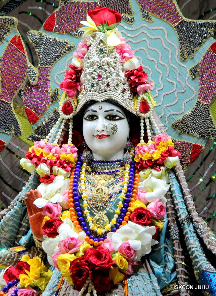 ISKCON Juhu Sringar Deity Darshan on 19th Oct 2016 (4)