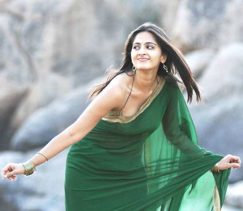 Anushka Shetty Saree Removing Pose Stills