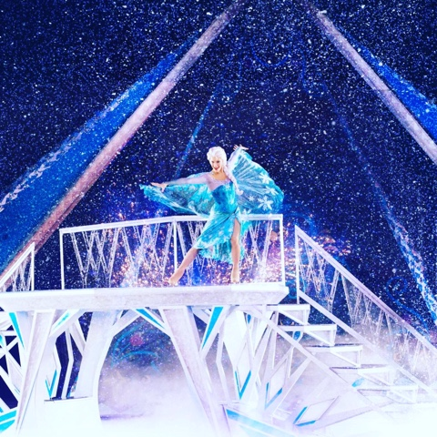 Elsa disney on ice frozen show