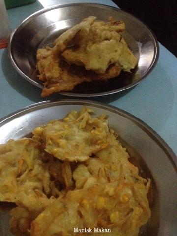 maniak-makan-jalanjalan-kulineran-soto-paktimbul-jalan-honggowongso-solo-gorengan-tempe-bakwan-murah