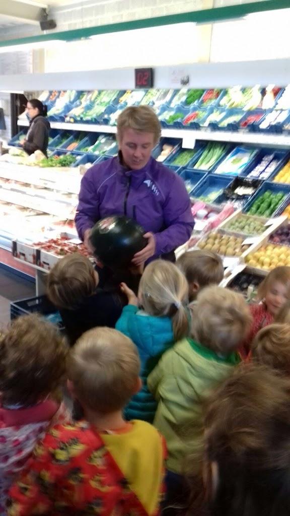 De Kleuters maken zelf een fruit- en groentewinkel. - 6.jpg