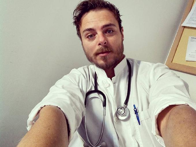 Νίκος Μίχας: Από το Fame Story, γιατρός στο Γεννηματάς μέχρι «τα πειραματικά εμβόλια» για τον κορονοϊό