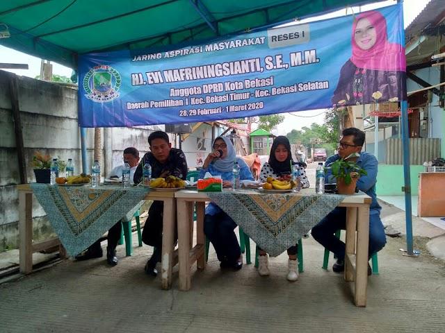 Reses Di Bekasi Jaya, Hj Evi Siap Dorong Ketersediaan Sekretariat RW 07