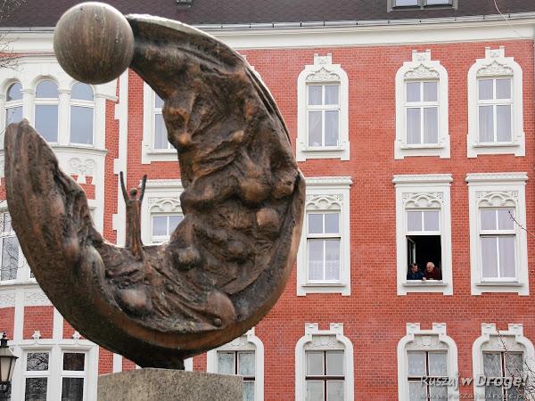 Gliwice - pomnik Rzeżba Ku Słońcu