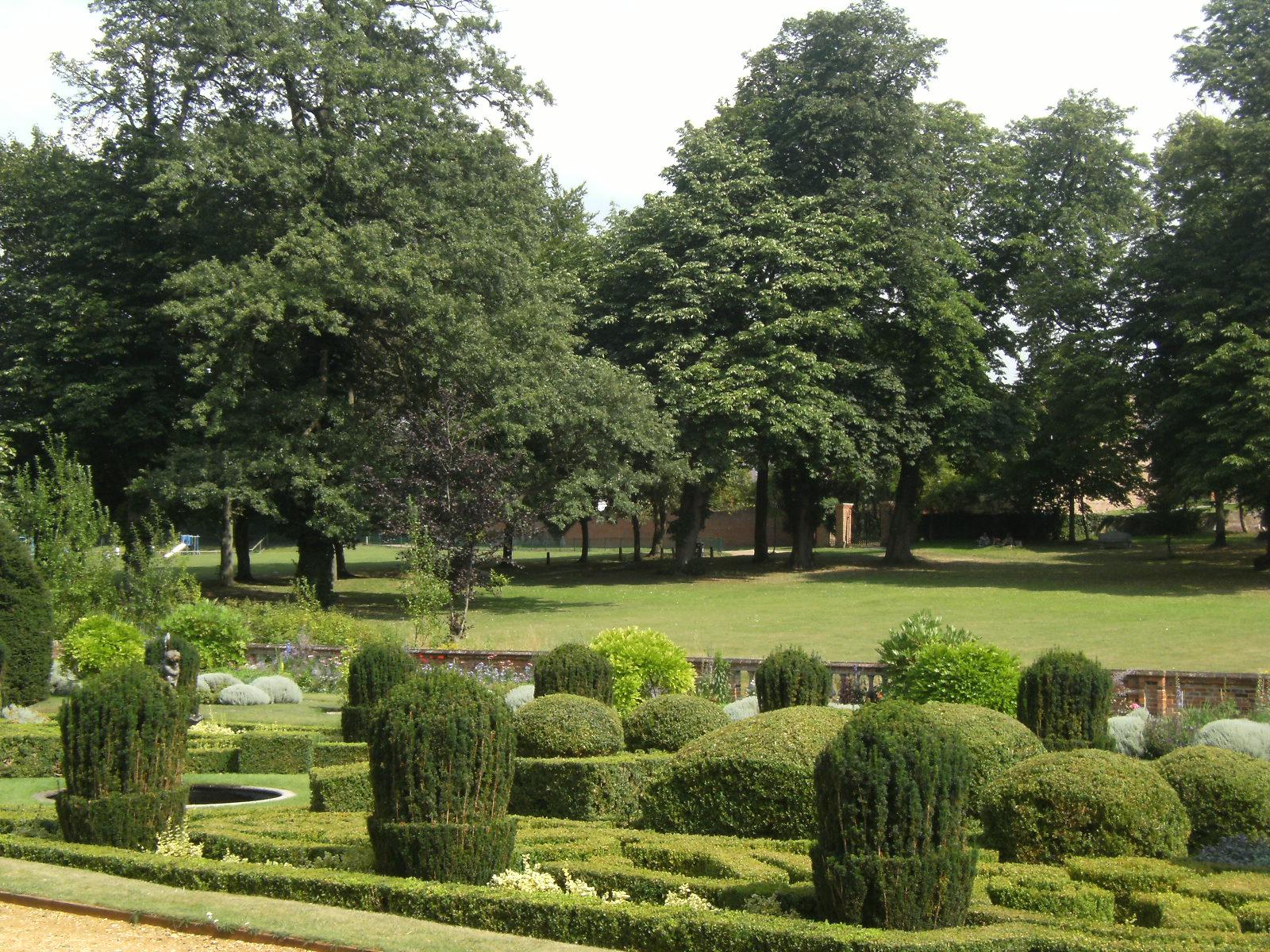 DSCF9030 Dutch Garden, Bridge End Garden