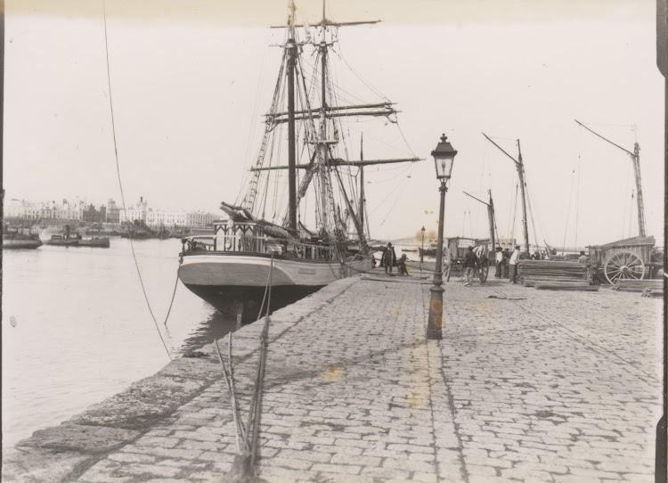Fotografía de Ramón Muñoz Blanco. Cádiz 1900. Julián Oslé Muñoz. Nuestro agradecimiento.tif