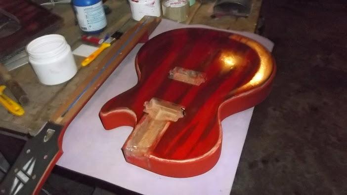 Construção inspirada Les Paul Custom, meu 1º projeto com braço colado (finalizado e com áudio) - Página 4 DSCF1434