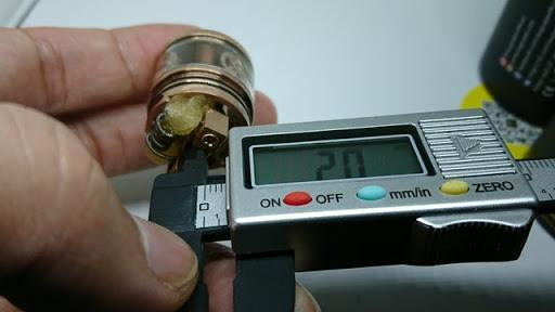 DSC 2958 thumb%255B2%255D - 【RDTA】「AUGVAPE Merlin RDTA」レビュー。あのマーリンの名を継ぐエングレービングの美しさとメタリック感ボディのRDTA!ヘビードローで美味しい ※追記あり【VAPE/電子タバコ/爆煙/アトマイザー】