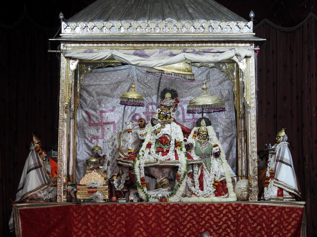 Radha Govind Devji Deity Darshan 02 Jan 2017 (10)